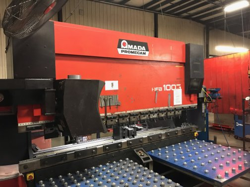 110 TON AMADA HFB 1003/8 OPERATEUR MULTI-AXIS,MFG:1998,INSTALLED:1999   Our stock number: 11685